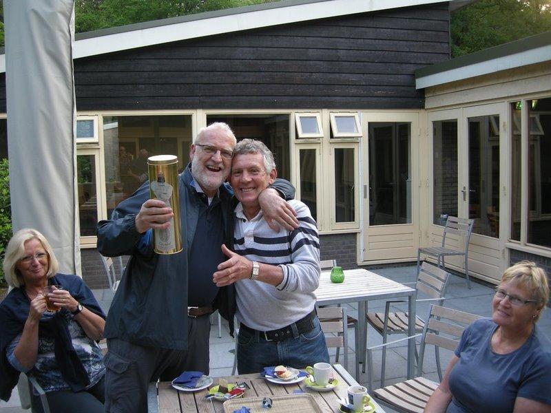 Trimwandelaars vieren Gerard Rooze 60ste verjaardag